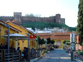 Fabrica do Ingles with Silves castle in the background